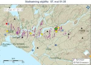 Myndin er fengin af vef Veðurstofu Íslands og sýnir upptök jarðskjálfta á Suðurlandi í dag.  Græna stjarnan táknar stóra skjálftann.