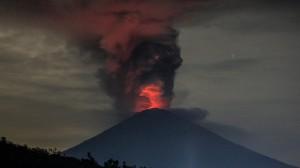 frá gosinu sem hófst í Agung í gær